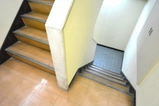 サンローゼ新宿 共用階段