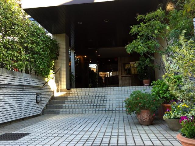 パレ駒場 エントランス階段