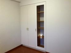クリオ八幡山壱番館 洋室約4.5帖収納