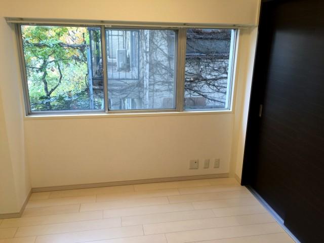 パレス三條 スライドドア洋室