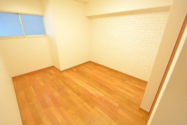 パレス三條 洋室1