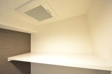 ハイネス小石川 トイレ吊戸棚