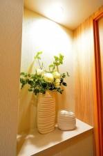 代官山マンション 廊下の飾り棚