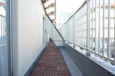 大森ロイヤルハイツ 洋室約6.5帖側のバルコニー
