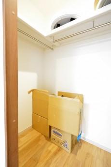 南進マンション 7.7帖洋室のWIC