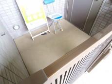アルス目黒学芸大学弐番館 ポーチのある玄関