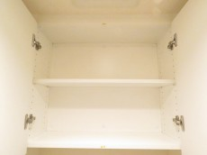 レグノ・スイート三軒茶屋 トイレの吊戸棚
