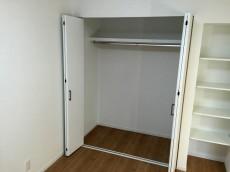 ライオンズマンション八幡山 洋室約5.9帖収納
