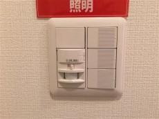 ドルメン五反田 人感センサー