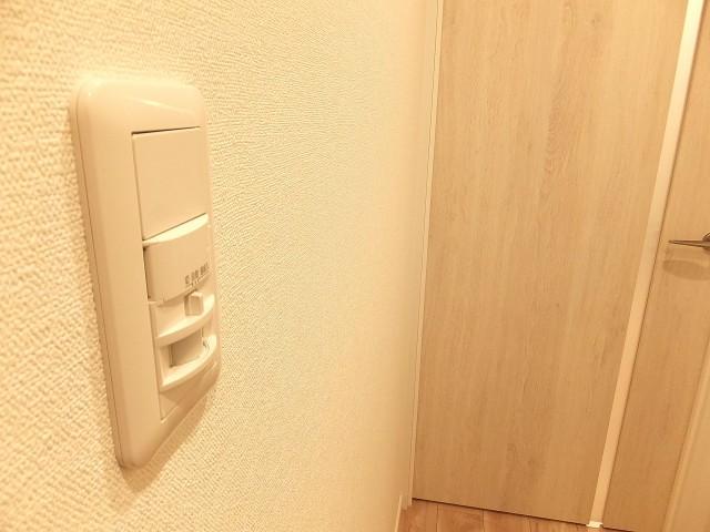上野ロイヤルハイツ 人感センサー付きライト