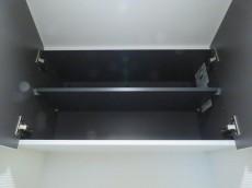 ハイネス大久保 洗濯機置場上の吊戸棚