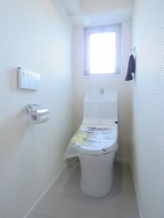 ハイネス大久保 ウォシュレット付きトイレ