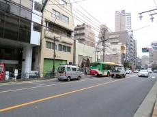 菱和パレス若松町 前面道路