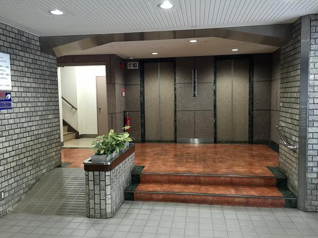 弦巻ハイツ エントランスホール