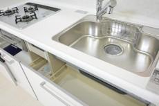 シャンボール原宿 白いキッチン