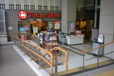 フォルスコート学芸大学 駅前スーパー
