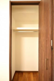 目黒コーポラス 5.4帖のベッドルームクローゼット