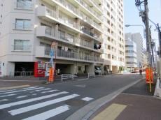 中銀京橋マンシオン エントランス前道路
