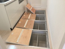 池田山ロイヤルマンション キッチン収納