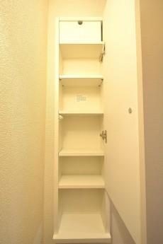 赤坂アーバンライフ トイレ吊戸棚