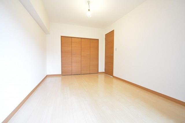 赤坂アーバンライフ 6帖洋室