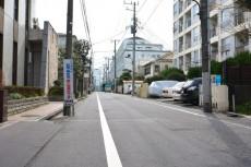 駒込コーポラス 前面道路