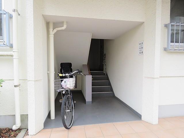 砧公園スカイハイツ 共用階段