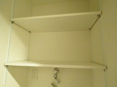 セブンスターマンション中目黒 洗濯機置場上の棚