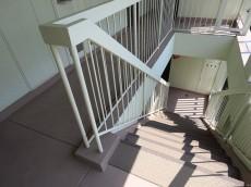東北沢コーポラス 共用階段