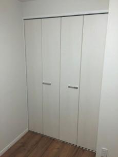 日商岩井豪徳寺マンション 洋室約4.6帖収納