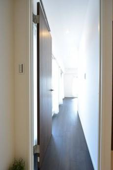 中銀南青山マンシオン 7.4帖洋室ドア