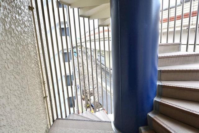 サンドエル松原 外階段