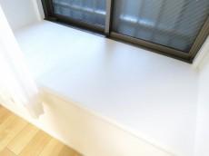 ナイスアーバン石川台 洋室約4.2帖の出窓