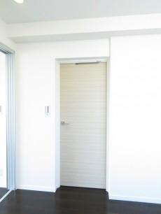 ビラ自由ヶ丘 洋室扉