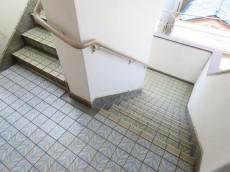 ビラ自由ヶ丘 共用階段