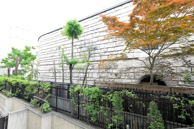 松濤アパートメント_9.4帖のベッドルーム眺望
