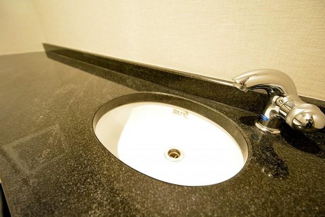 松濤アパートメント_トイレ手洗いカウンター