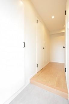 リレント新宿 玄関