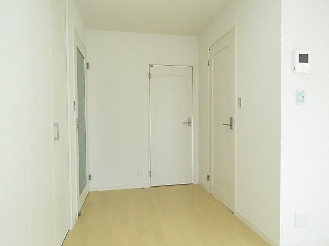 松濤マンション 洋室約13帖