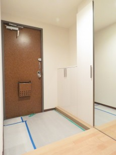 島津山ヒルズ ゆとりのある玄関ホール