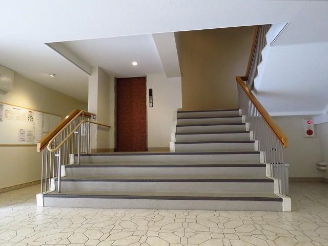 赤坂パレスマンション エレベーターと共用階段