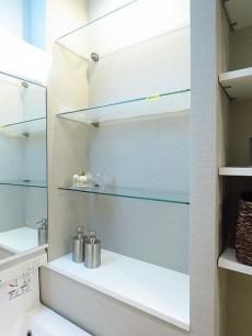 赤坂パレスマンション 洗面化粧台横の棚