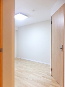 グランドメゾン目黒 8.3帖洋室ドア