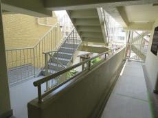 ベルメゾン鷹番 共用廊下