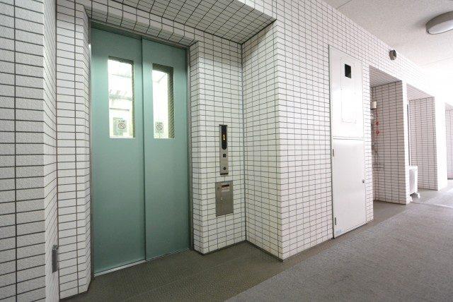 プレジール新宿大久保 外廊下