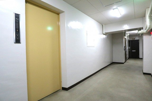 初台ハイホーム 玄関
