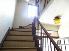 ガーデン東山 共用階段