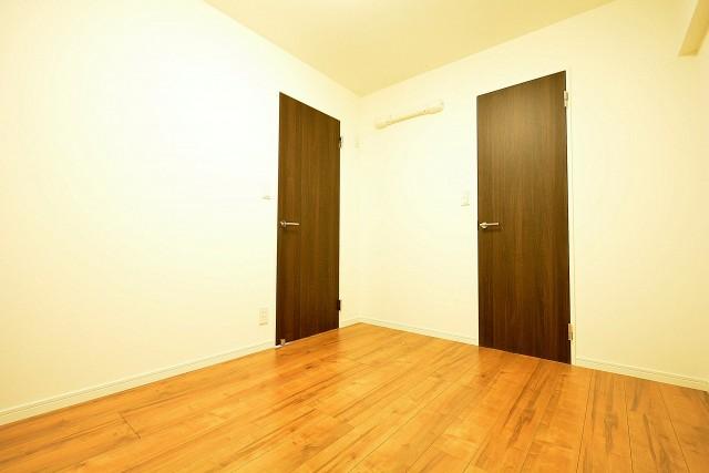 西新宿ハウス 5.0帖の洋室