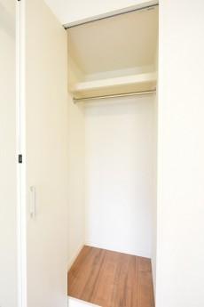西新宿ハウス 4.6帖の洋室クローゼット