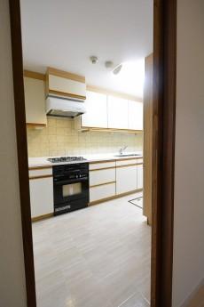 エステージ上野毛 5.0帖キッチンの廊下側入口